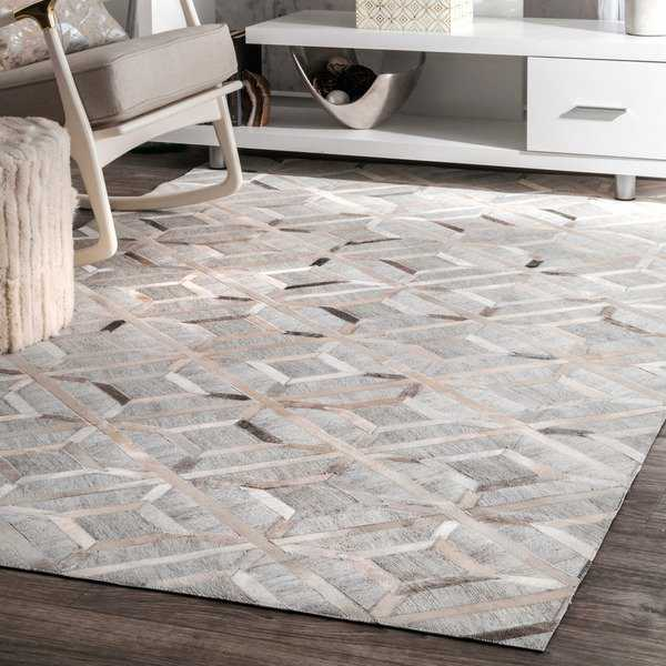 nuLOOM Handmade Modern Overlapping Geometric Leather/ Viscose Grey Rug (5' x 8') - 5' x 8'